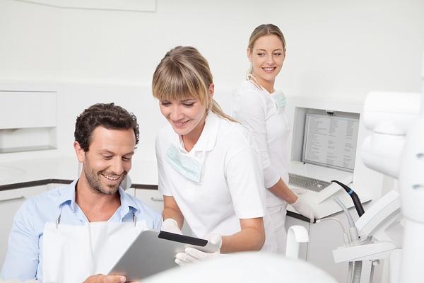 Was macht ein Parodontologe